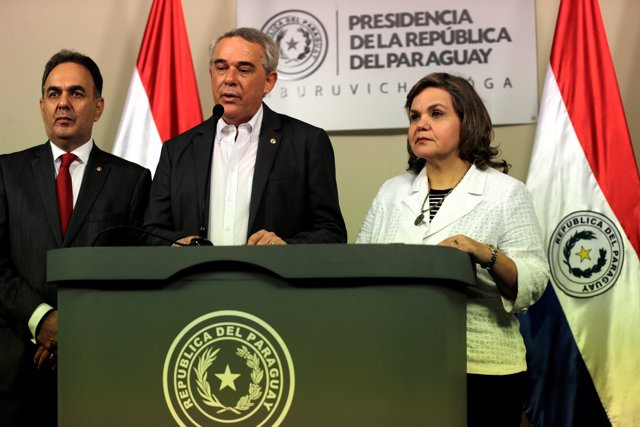 FILE PHOTO: Governor of Itapua Luis Roberto Gneiting (C), Senator Lilian Samanie