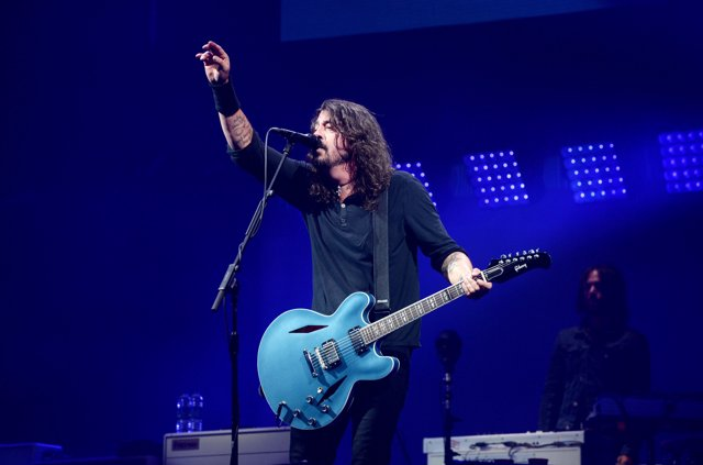 Dave Grohl of Foo Fighters performs on The Pyramid Stage at the Glastonbury Fest