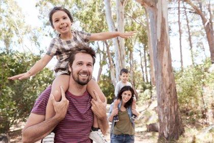 Los padres españoles sienten culpa por no poder ofrecer un verano perfecto a sus hijos