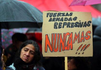 Multitudinarias protestas en Argentina contra la reforma de la Fuerzas Armadas decretada por Macri