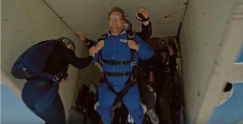Foto: Misión imposible Fallout: Tom Cruise salta en paracaídas con James Corden (Vídeo)