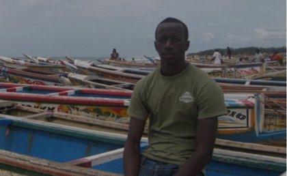 Dos adolescentes españoles se ponen en la piel de un migrante senegalés que llegó en patera