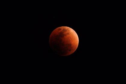 """Datos que no conocías sobre el eclipse de hoy y la """"luna de sangre"""""""