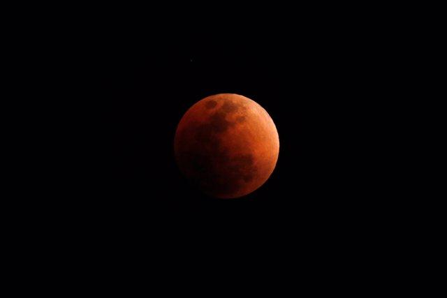 """Datos que no conocías sobre el eclipse lunar y la """"luna de sangre"""""""