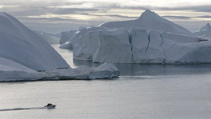 Obra Social 'la Caixa' lleva a Castro la exposición 'El Ártico se rompe'