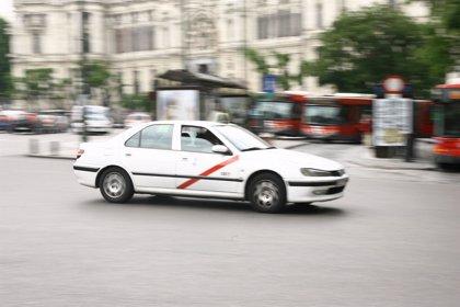 """La Federación Profesional del Taxi apoya """"el paro indefinido"""" del sector hasta que se pronuncie Fomento"""