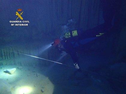 Realizan un reconocimiento aéreo y subacuático de la cueva des Coloms en Portocristo para evitar futuros accidentes
