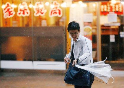 Casi 460.000 japoneses se preparan para su posible evacuación ante la llegada del tifón 'Jongdari'