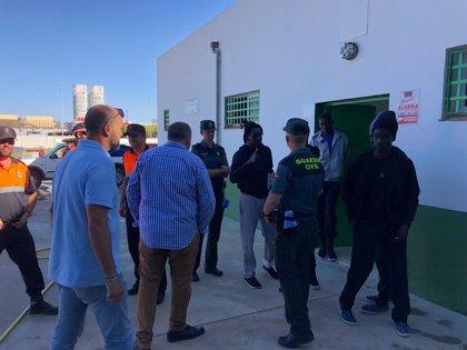 Un pabellón de Los Barrios (Cádiz) acoge en torno a 430 inmigrantes llegados a la costa de Algeciras en patera