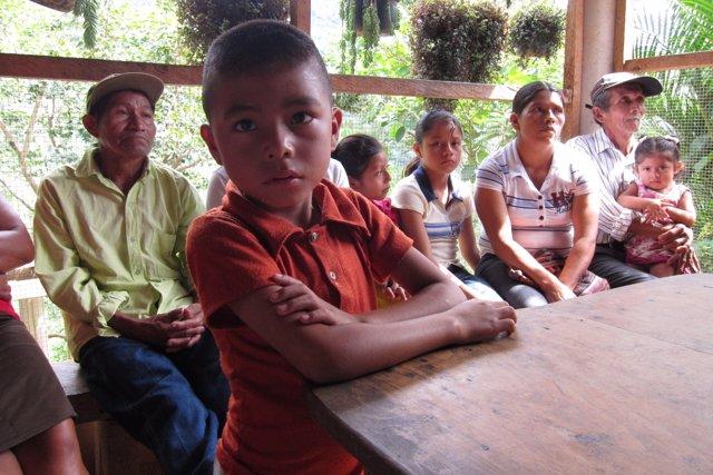 Niño de la etnia chortí de Jocotán, en Chiquimula (Guatemala)