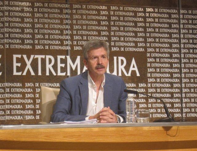 José Luis Navarro, en rueda de prensa en Mérida