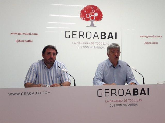 Koldo Martínez (d) y Unai Hualde, parlamentarios de Geroa Bai.