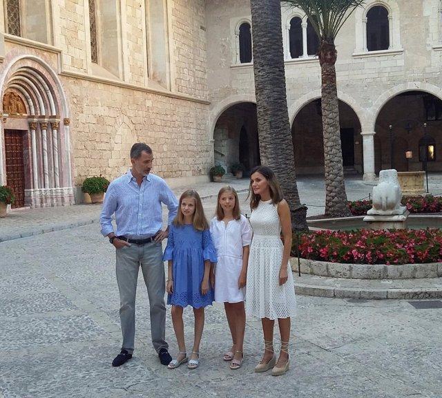 Familia Real en el Palacio de La Almudaina