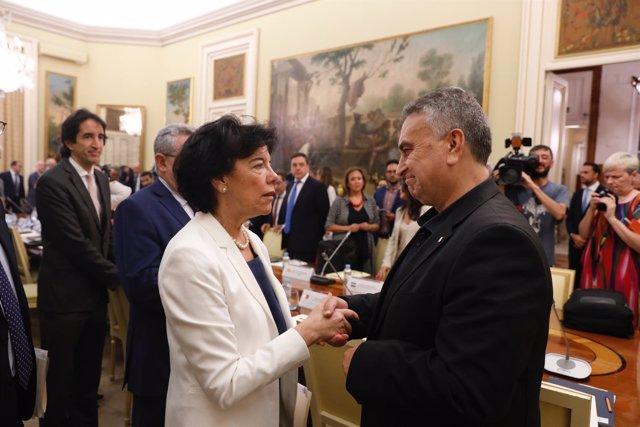 La ministra de Educación y Formación Profesional, Isabel Celaá, preside la reuni