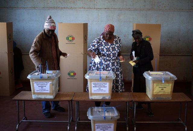 Colegio electoral en Harare, Zimbabue