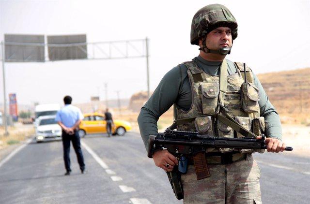 Un militar turco en el sureste de Turquía