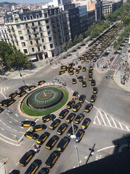 Taxis en Barcelona durante una protesta por las licencias VTC