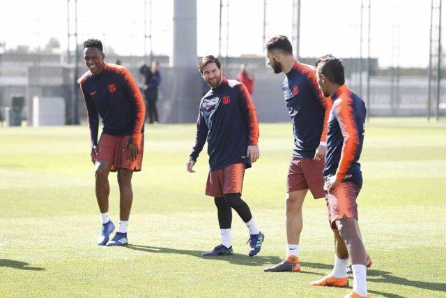 Messi junto a Mina, André Gomes y Paulinho