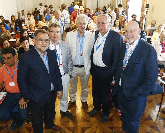 Pérez Henares y participantes en el curso UIMP