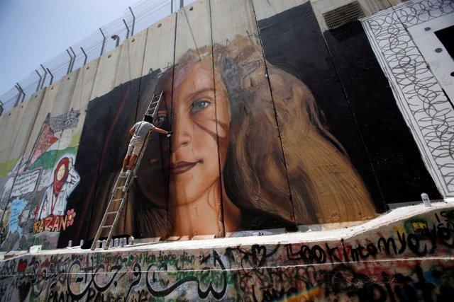 Mural con la cara de la adolescente palestina Ahed Tamimi