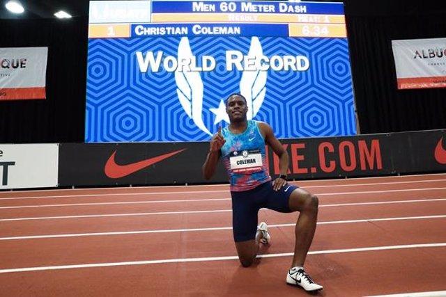 El atleta estadounidense Christian Coleman tras batir el record mundial de 60m