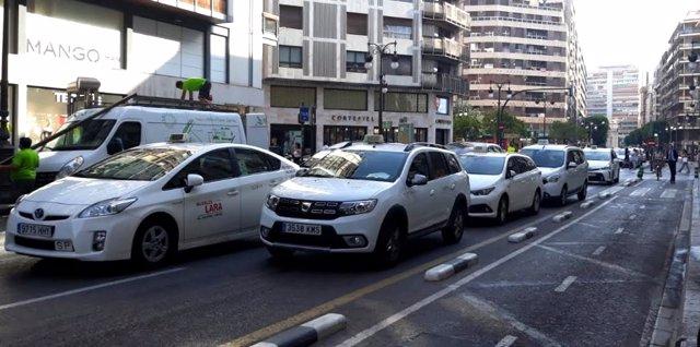 Taxis en el carrer Colón de València