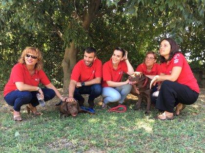 La 3º edición del Proyecto Guau finaliza con el acto de entrega de dos perros en la Fundació Finestrelles