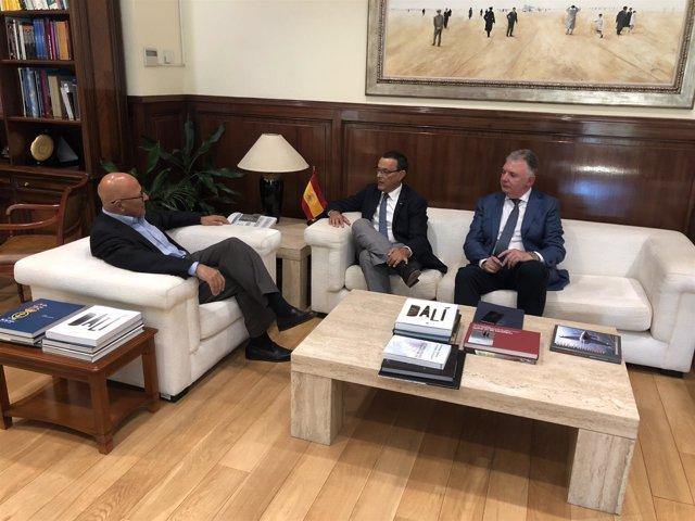 Reunión de Caraballo y Romero con Olivares en el Ministerio de Defensa.