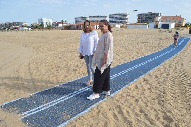 Colocan dos pasarelas en la playa de Punta para personas con movilidad reducida.