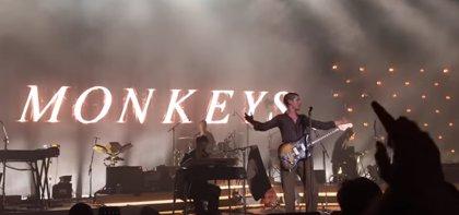VÍDEO: Arctic Monkeys versionan en directo a The White Stripes