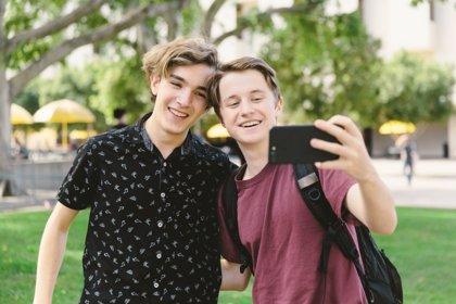 Los complejos de los chicos adolescentes