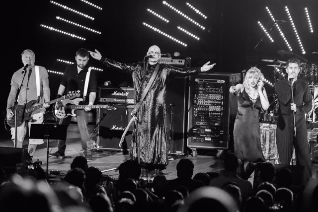 THE SMASHING PUMPKINS, PETER HOOK, COURTNEY LOVE Y DAVEY HAVOK