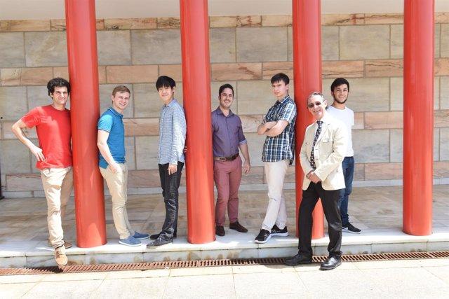 Jóvenes seleccionados para concurso de piano