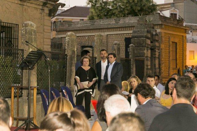 Parra, Millán y Moreno en la inauguración de la Casa de la Piedra, de Porcuna.