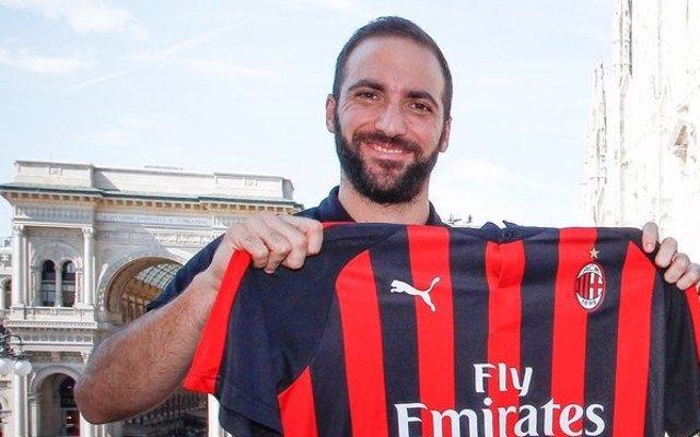 Gonzalo Higuaín, tras firmar con el AC Milan