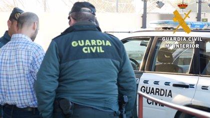 Detenido un varón por robar el móvil de forma violenta a una menor y por resistirse a su arresto en Níjar (Almería)