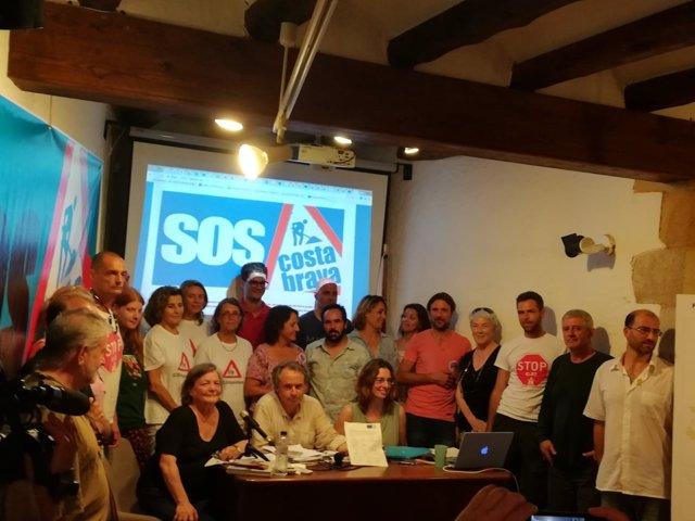 Plataforma SOS Costa Brava en la presentació del manifest