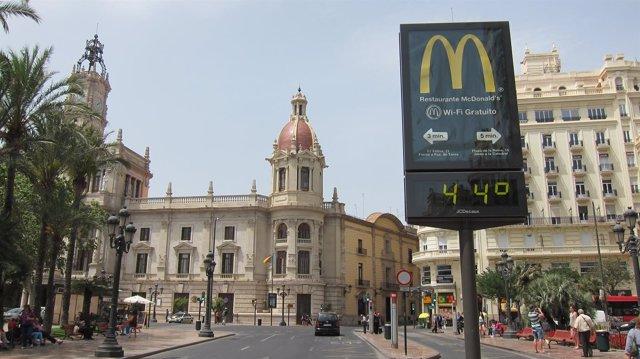 Termómetro con 44 grados en Valencia, altas temperaturas, calor.