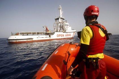 El Open Arms sigue a la deriva con 87 migrantes rescatados hace cinco días