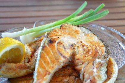Tras la cirugía bariátrica, endocrinólogos recomiendan comer pescados y carnes blancas