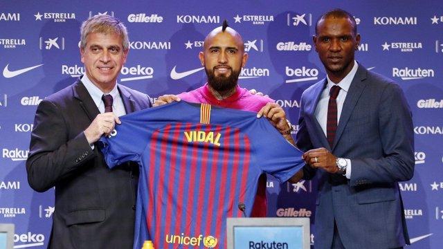Eric Abidal Arturo Vidal Jordi Mestre Barcelona