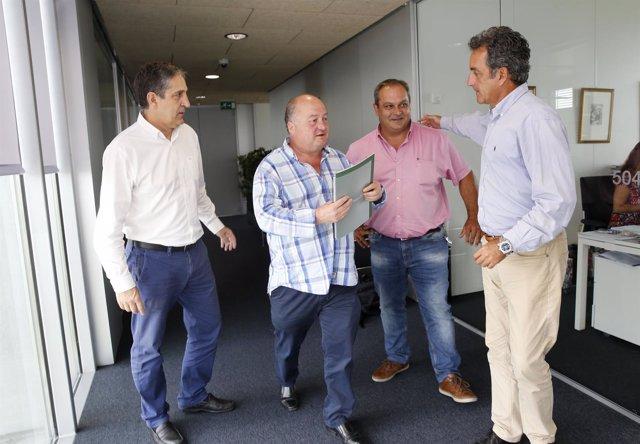 Consejero de Industria con representantes de Valles Pasiegos