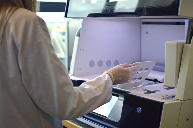 Estudio genómico combinados de biopsia sólida y líquida