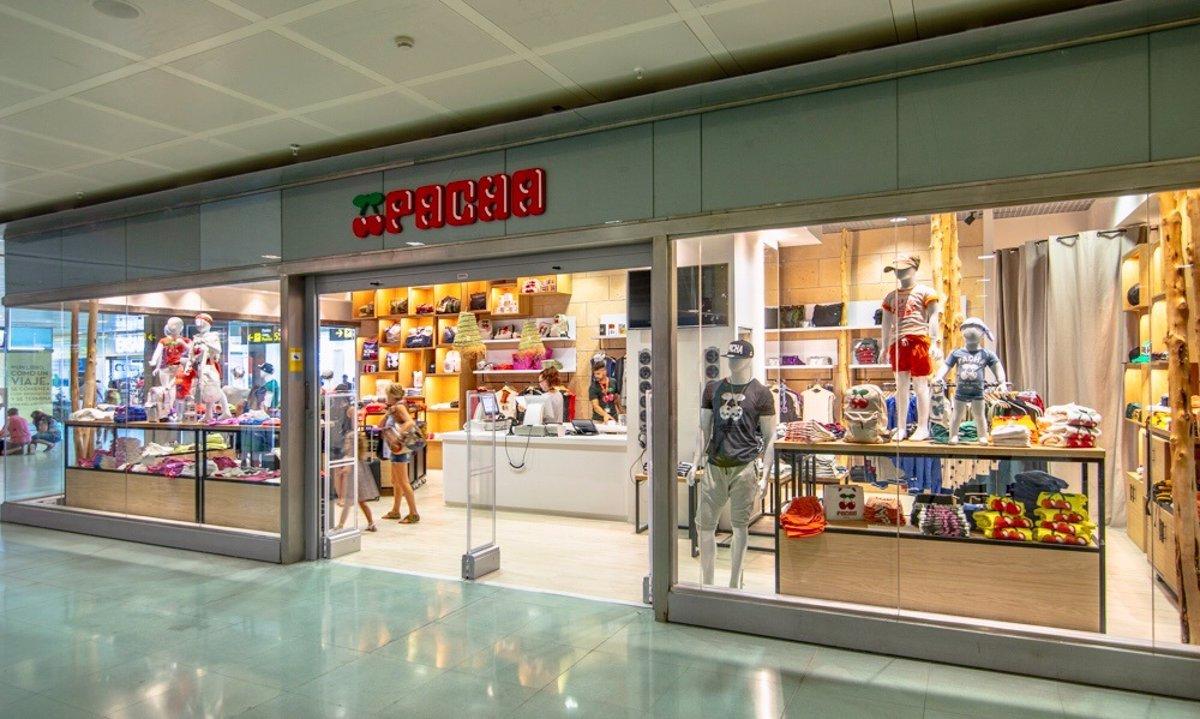 61818b92165 Pachá abre una nueva tienda de ropa y accesorios en el Aeropuerto de Ibiza
