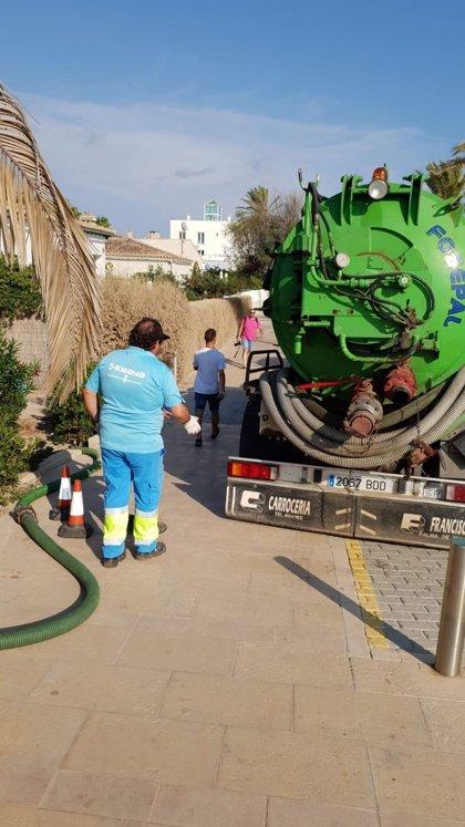 Finaliza la reparación de la cañería que ha provocado el cierre de la playa de Ciutat Jardí