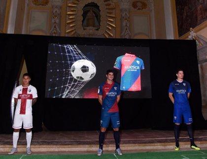 'Huesca la Magia' vuelve a la primera división en la equipación de la SD Huesca