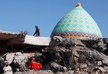 Aumentan a 131 las víctimas mortales por el terremoto en la isla indonesia de Lombok