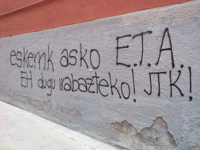 """Pintadas de radicales en la que dan """"gracias"""" a ETA"""