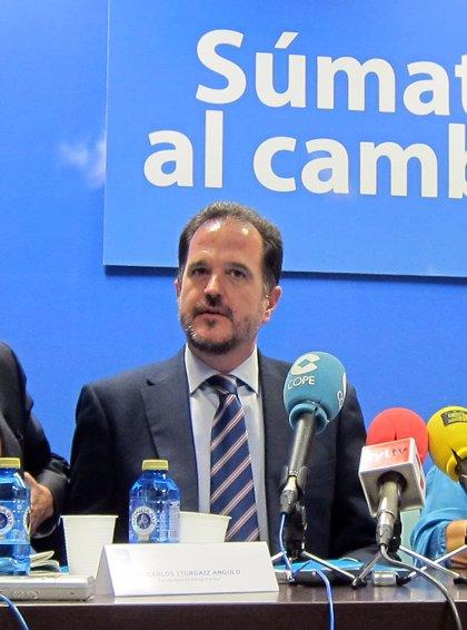 """Iturgaiz (PP) dice que los etarras buscan """"beneficios penitenciarios"""" con su perdón y les pide esclarecer asesinatos"""