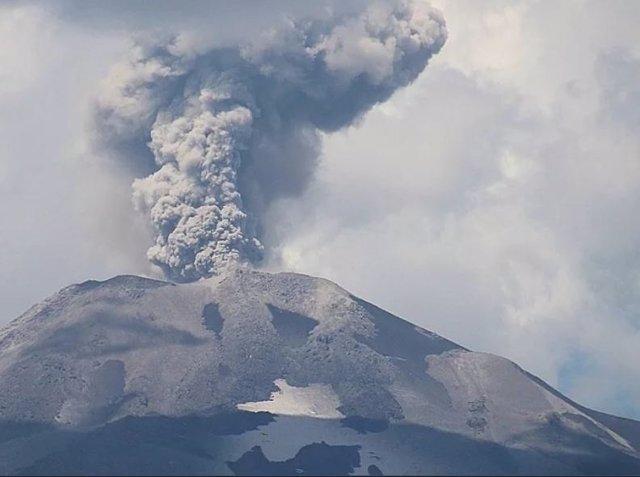 Fuerte explosión de un volcán ubicado en Chile